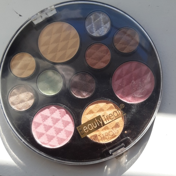 Other - BeautyTreats, eyeshadow blush and powder palette